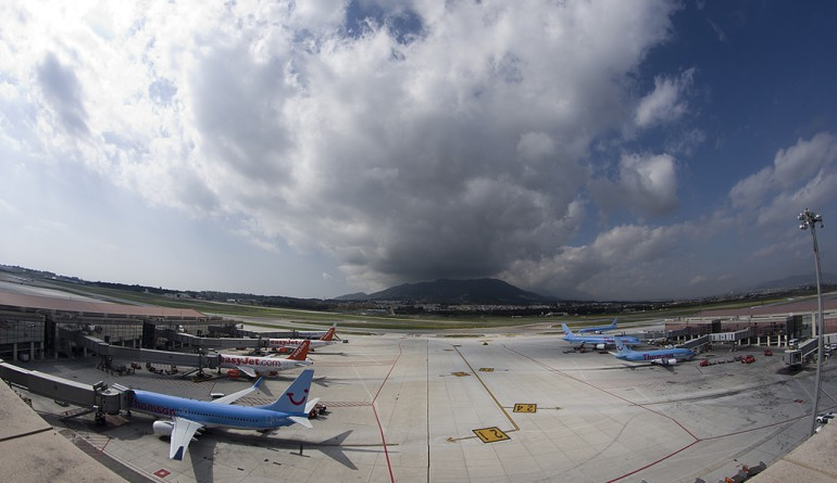 Málaga Airport Terminal - © Leoncio J / Flickr