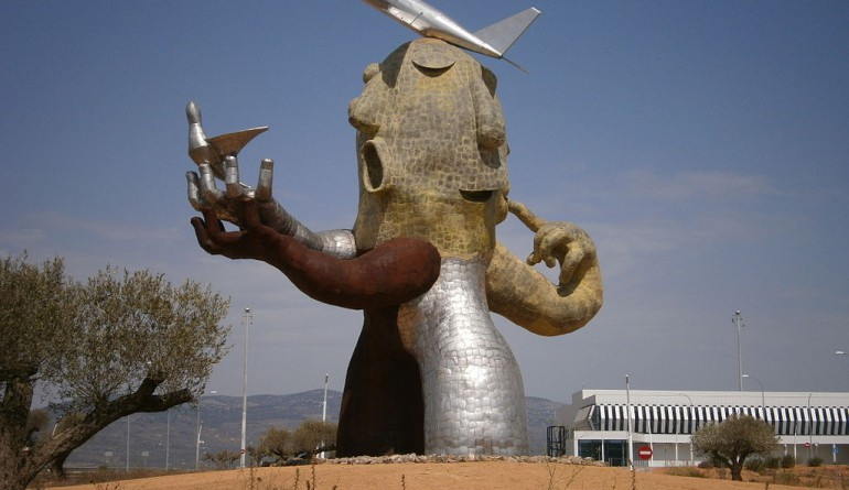 "The ""man-plane"" statue built by Juan Ripollés at Castellón Airport by Sanbec / Wikimedia Commons"