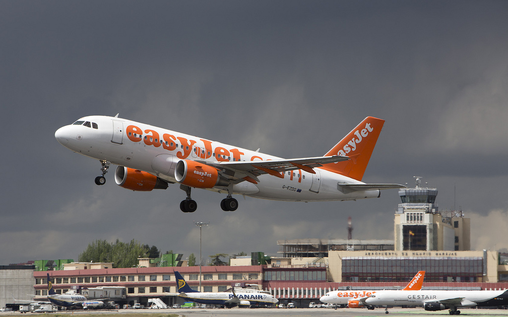 Easyjet takeoff in Madrid airport / Javier Pedreira