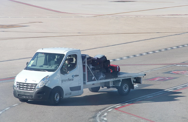 Groundforce equipment in Madrid airport by José Masot