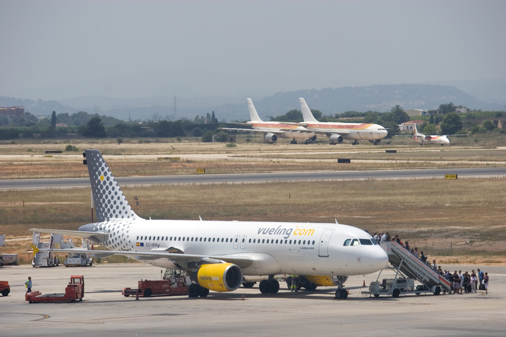 Vueling A320 EC-HHA in Valencia airport by Rob Wilson / Shutterstock.com