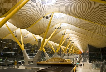 Madrid airport Terminal 4 / shutterstock