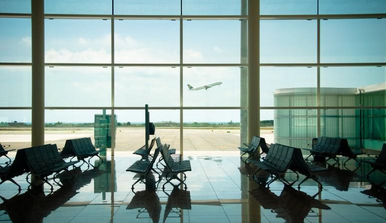 Lufthansa takeoff shot from Barcelona airport terminal / Kozumel