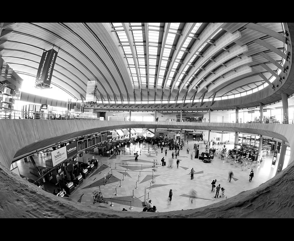 Tenerife South airport terminal / Flickr - rromer
