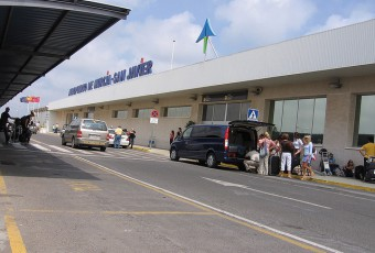Murcia San Javier airport entrance with the Aena's logo / Flickr - elyob