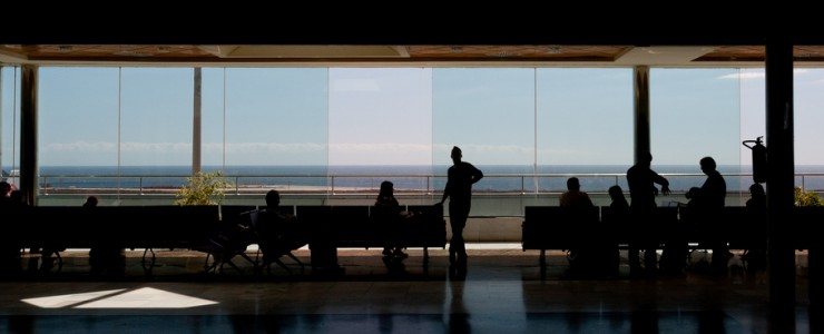 People waiting for departure at Tenerife South airport terminal / Jeremy Page - Flickr