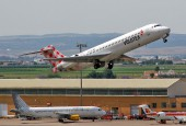 Volotea's B-717 take-off from Seville airport / Wikimedia Commons - Curimedia