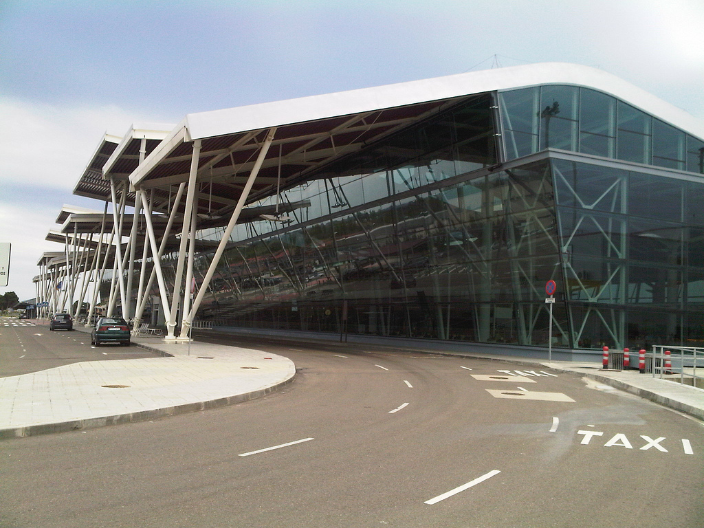 Zaragoza airport terminal by Juan50300 - Flickr
