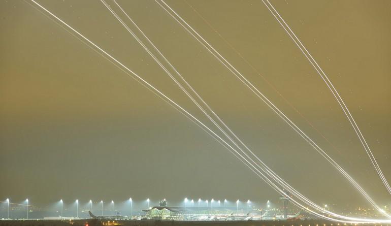 Runway 36L at Terminal 4, Madrid Barajas airport by Mario Rubio García - Flickr