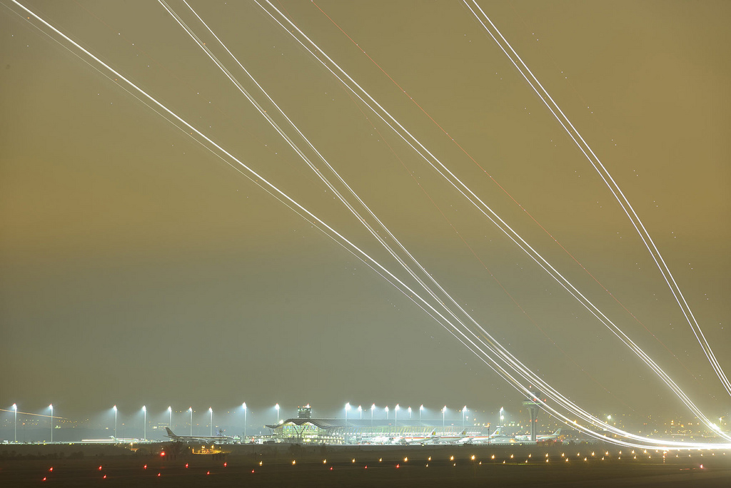 Runway 36L at Terminal 4, Madrid Barajas airport by Mario Rubio García - Flickr