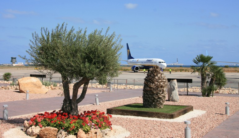 Murcia-San Javier airport by Joaquin Vanschoren - Flickr