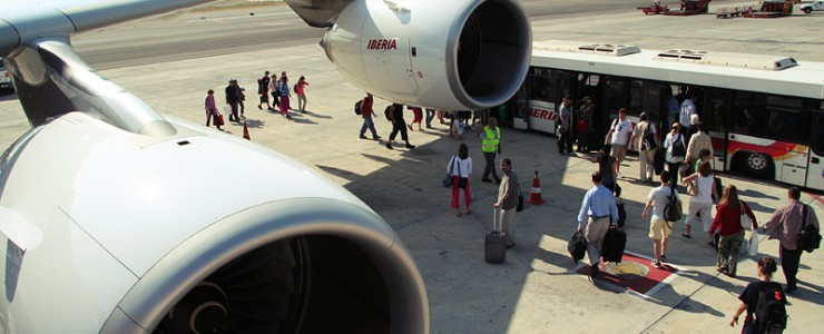 A view from door 2L of the left wing of Iberia Airbus A340-600 EC-JOH upon arrival at Madrid Barajas Airport by Matt Hintsa - Flickr