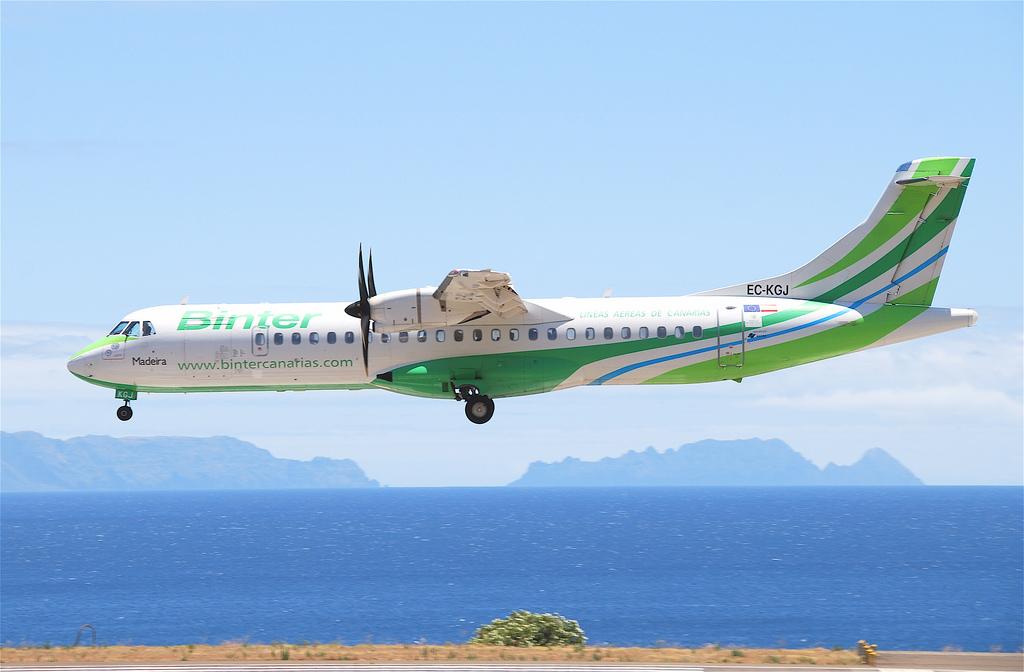 Binter Canarias ATR 72-500 EC-KGJ landing in Funchal by Aero Icarus