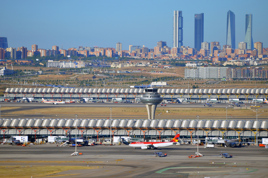 Madrid's skyscrapers from the airport and the Terminal 4 ATC tower. Flickr - Armando G Alonso.